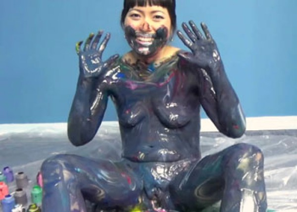 Asian cutie Yuka plays with paint